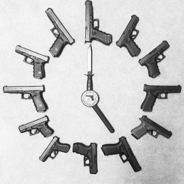 glock-with-knife-in-center-267.jpg