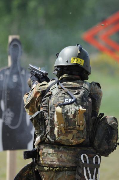 norwegian-commando-with-glock-17-396.jpg