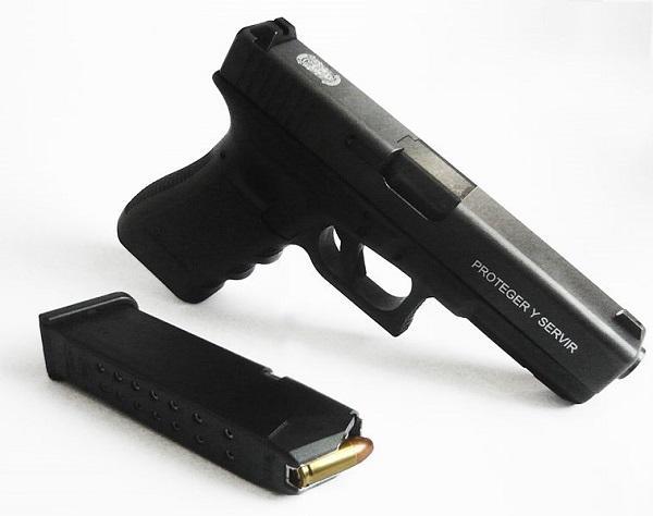 pistola-glock-17-utilizada-por-las-unidades-de-la-polic-a-nacional-de-panam-588.jpg